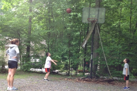 Hoops_playing_PIG